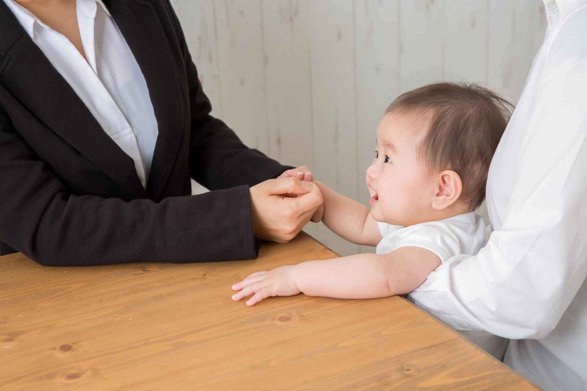 社員全員で子守する、職場を託児所化したピアズの働き方改革