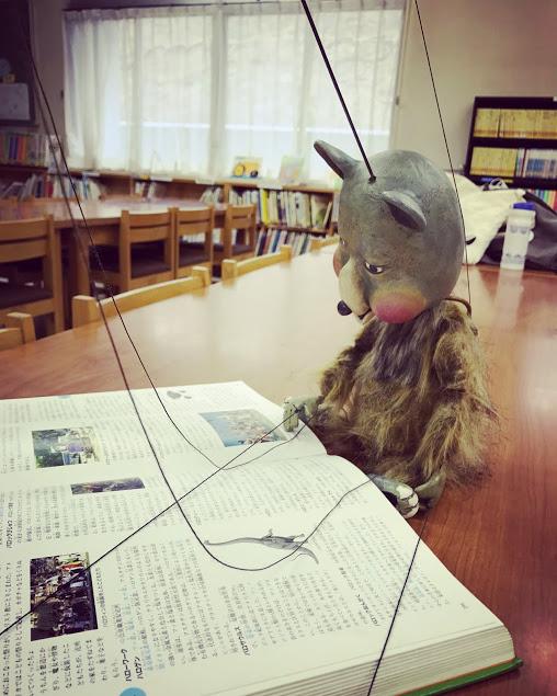 本を読むトートン